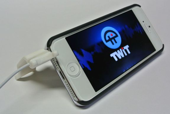 smarter stand plugged into iPhone 5