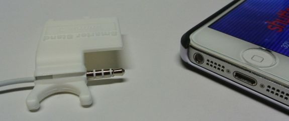 smarter stand plugs into iphone