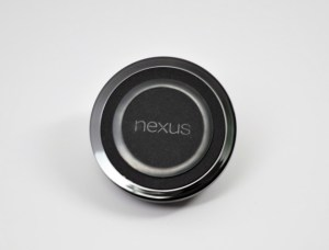 The Nexus 7 2 supports wireless charging.
