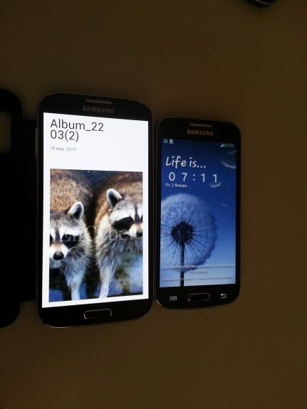 This is said to be the Galaxy S4 Mini next to the Galaxy S4.