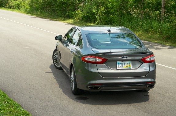 2013 Ford Fusion Review - 010