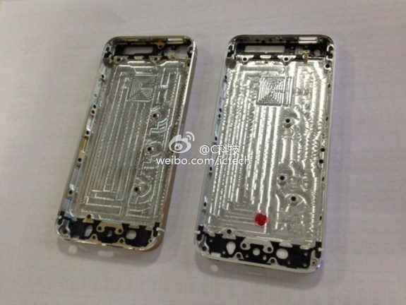 The alleged gold iPhone 5S on the left features a new screw placement.