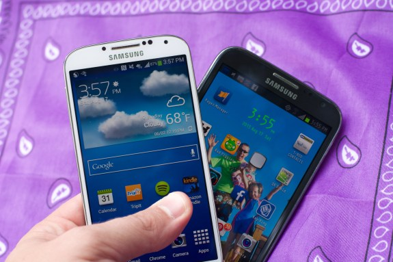 Neither the Galaxy Note 2 nor Galaxy S4 featured flexible displays.