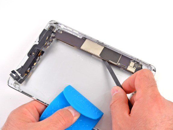 This iPad mini back from iFixit shows a similar size, but no molded metal Apple logo.