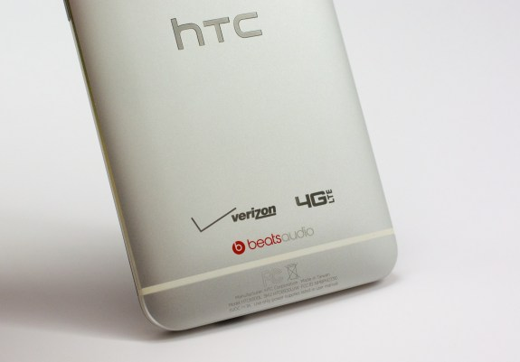 Verizon HTC One branding is minimal.