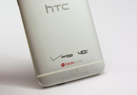 Verizon HTC One branding is minimal.