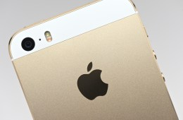 iphone-5s-review-gold-white 5