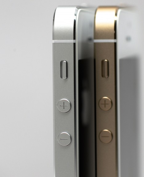 iphone-5s-review-gold-white 6