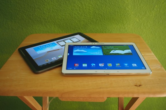 White Galaxy Note 10.1 2014 Edition with last year's Galaxy Note 10.1