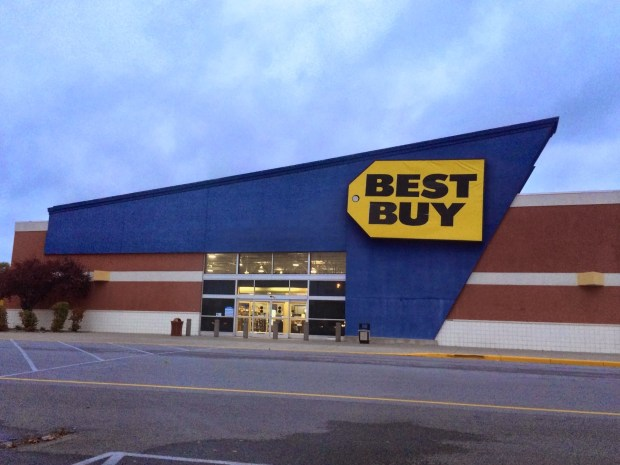 Best Buy offers the Xbox One online with delivery by Christmas.