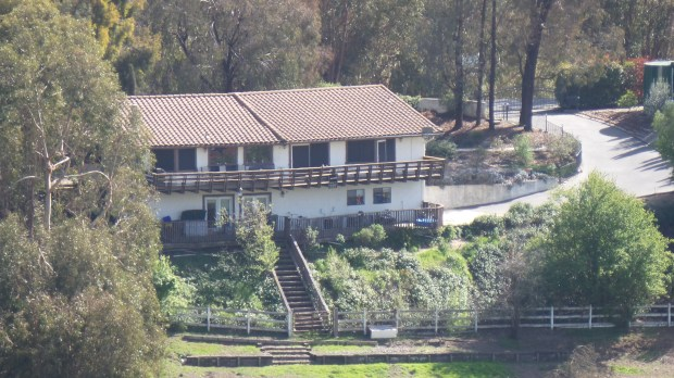 21x zoom into a house from the above image.