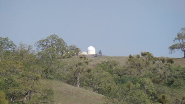 That small white spec on the hill in the above image reveals Lick Observatory when the 21X zoom is activated.