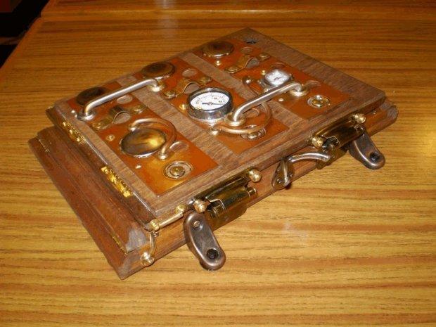 icog steampunk case outside