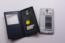 Galaxy S5 Wireless Charging S View Flip Cover Review - 2