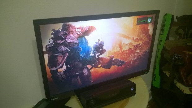 How to Play A Game & Watch TV on the Xbox One  (10)