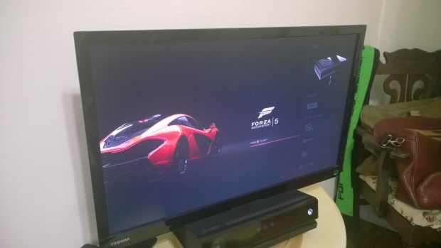 How to Play A Game & Watch TV on the Xbox One  (8)