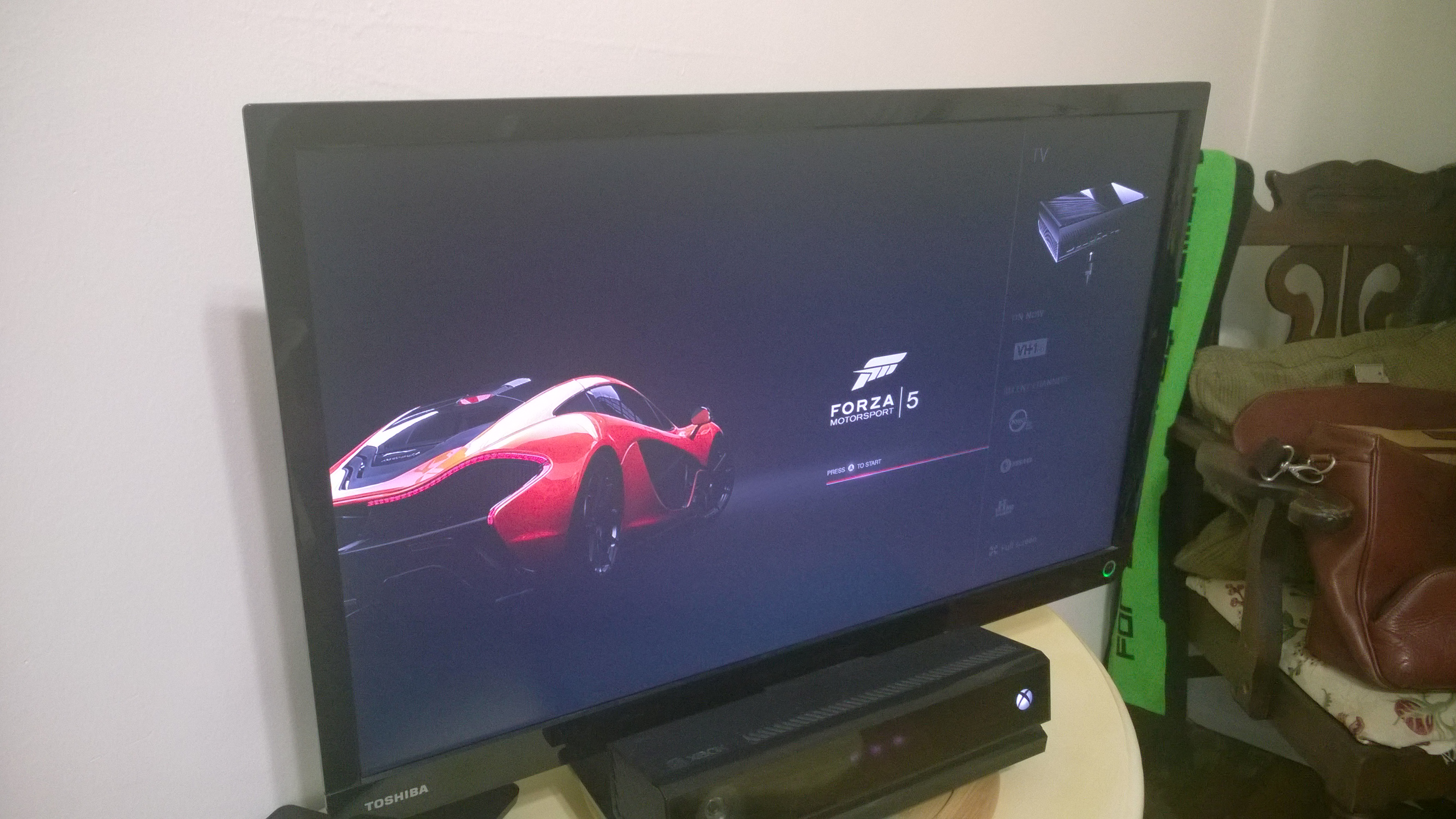 how to watch tv and play xbox one