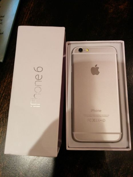 iPhone 6 clone showing off iPhone 6 rumors.