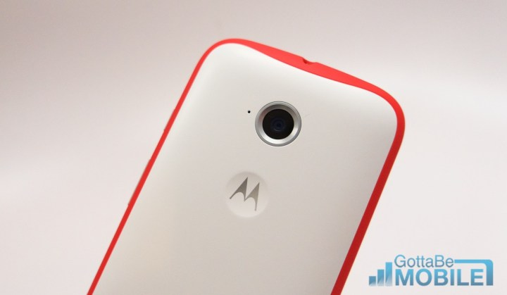 The Moto E 2015 cameras are acceptable, but we really miss a flash.