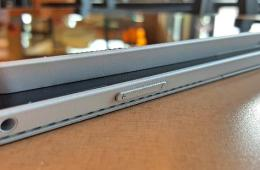 Microsoft Surface 3 on top of Surface Pro 3 left edge