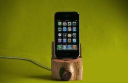 tree-trunk-iphone-dock