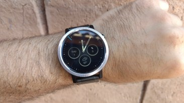 Moto 360 in daylight
