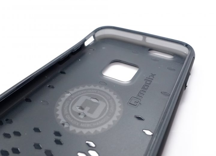 Small channels in the inner layer help protect your iPhone 6s from drops.
