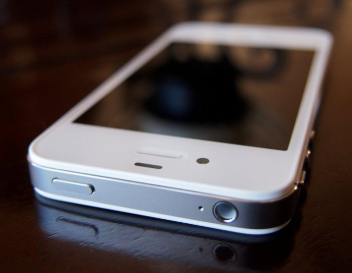Read iPhone 4s iOS 9.2 reviews to find out if you should upgrade.