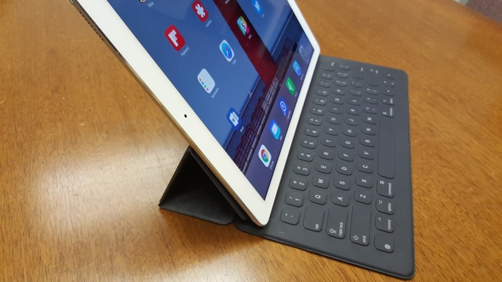 ipad pro smart keyboard left side