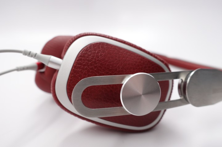 The angled earcups sit towards the front of your ears.