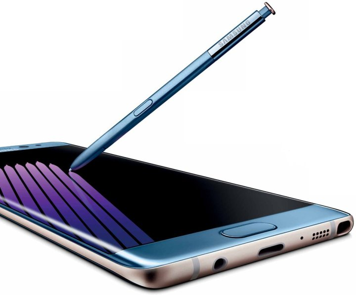 This is the new curved Galaxy Note 7 in Coral Blue, with a USB Type-C Port
