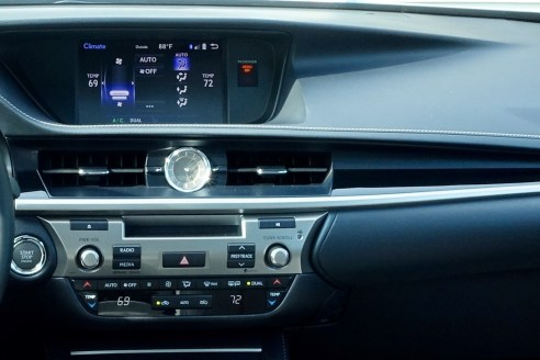2016 Lexus ES350 Review - 12