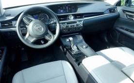 2016 Lexus ES350 Review - 19