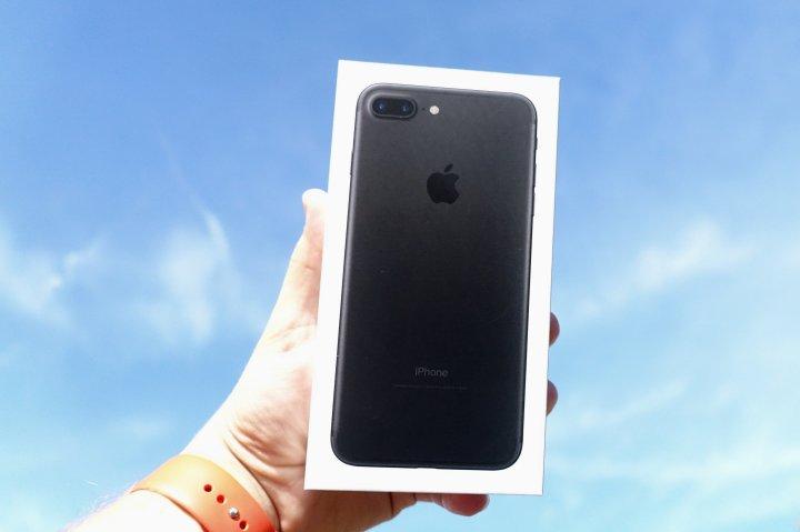 iPhone-7-Jet-Black-14