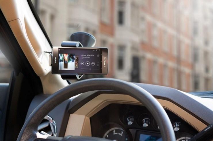 tylt-vu-in-landscape-on-windshield