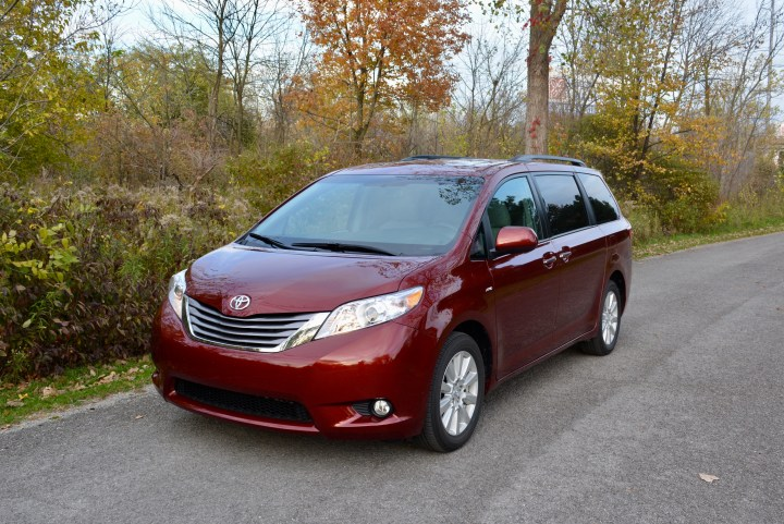 2017-toyota-sienna-review-8