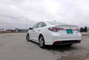 2017 Hyundai Sonata Plug-In Hybrid Review - 10