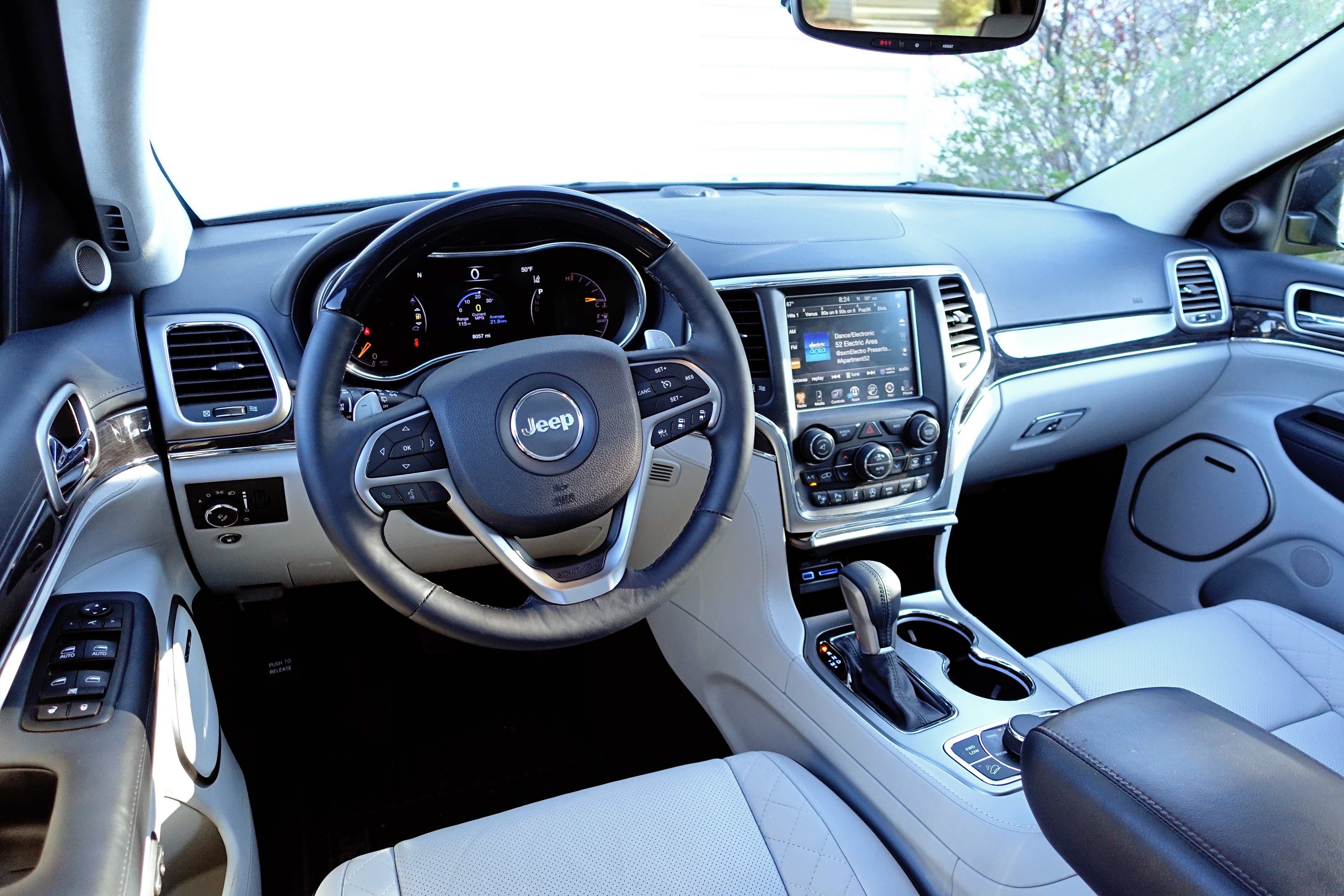 2017 Jeep Grand Cherokee Review   Interior