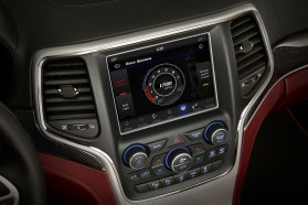 The Jeep Grand Cherokee Trackhawk Performance Pages offer data and control.