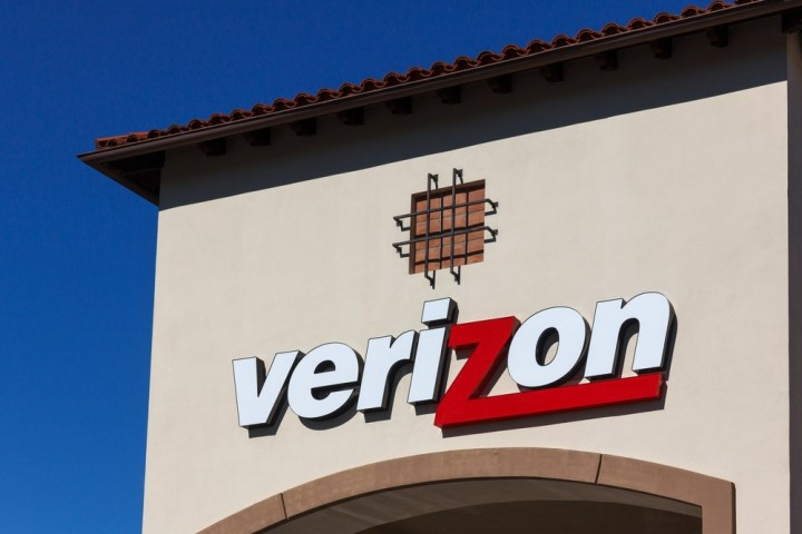 Are there Verizon problems today? Ken Wolter / Shutterstock.com