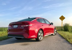 2017 Kia Optima Hybrid Review - 15