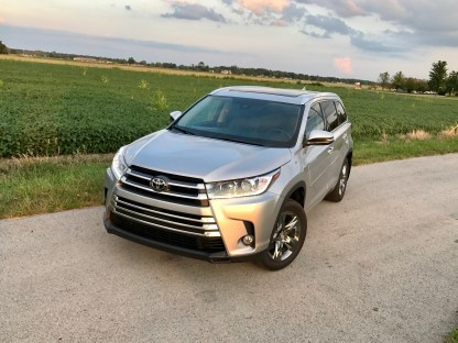 2017 Toyota Highlander Review - 25