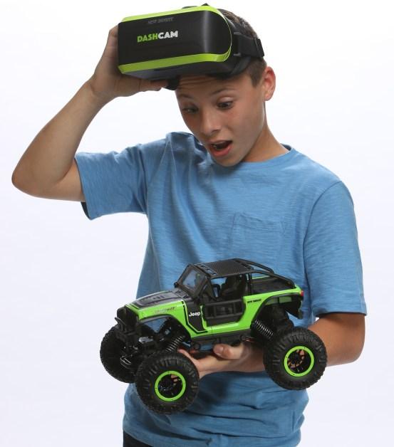Hottest Toys 2017 - newbright-563049004-radio-control-dashcam-lifestyle