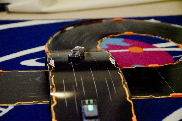 Anki OVERDRIVE: Fast & Furious Edition Review: Ice Charger and MXT race on track