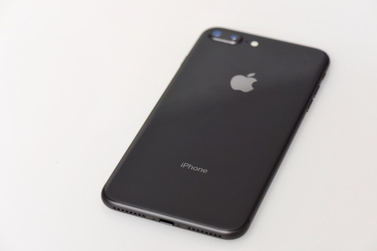 Go Hands-on With the iPhone 8 & iPhone 8 Plus