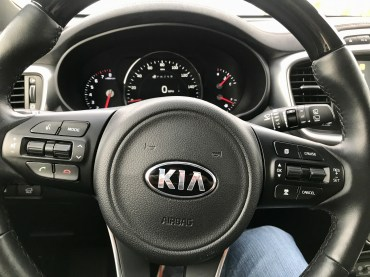 2017 Kia Sorento Review - 25