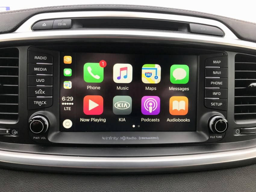 The touch screen is large, responsive and supports Apple CarPlay & Android Auto.