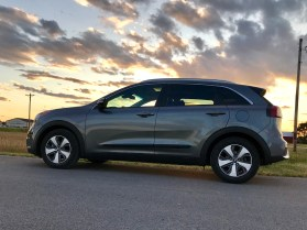 2017 Kia Niro Review - 25