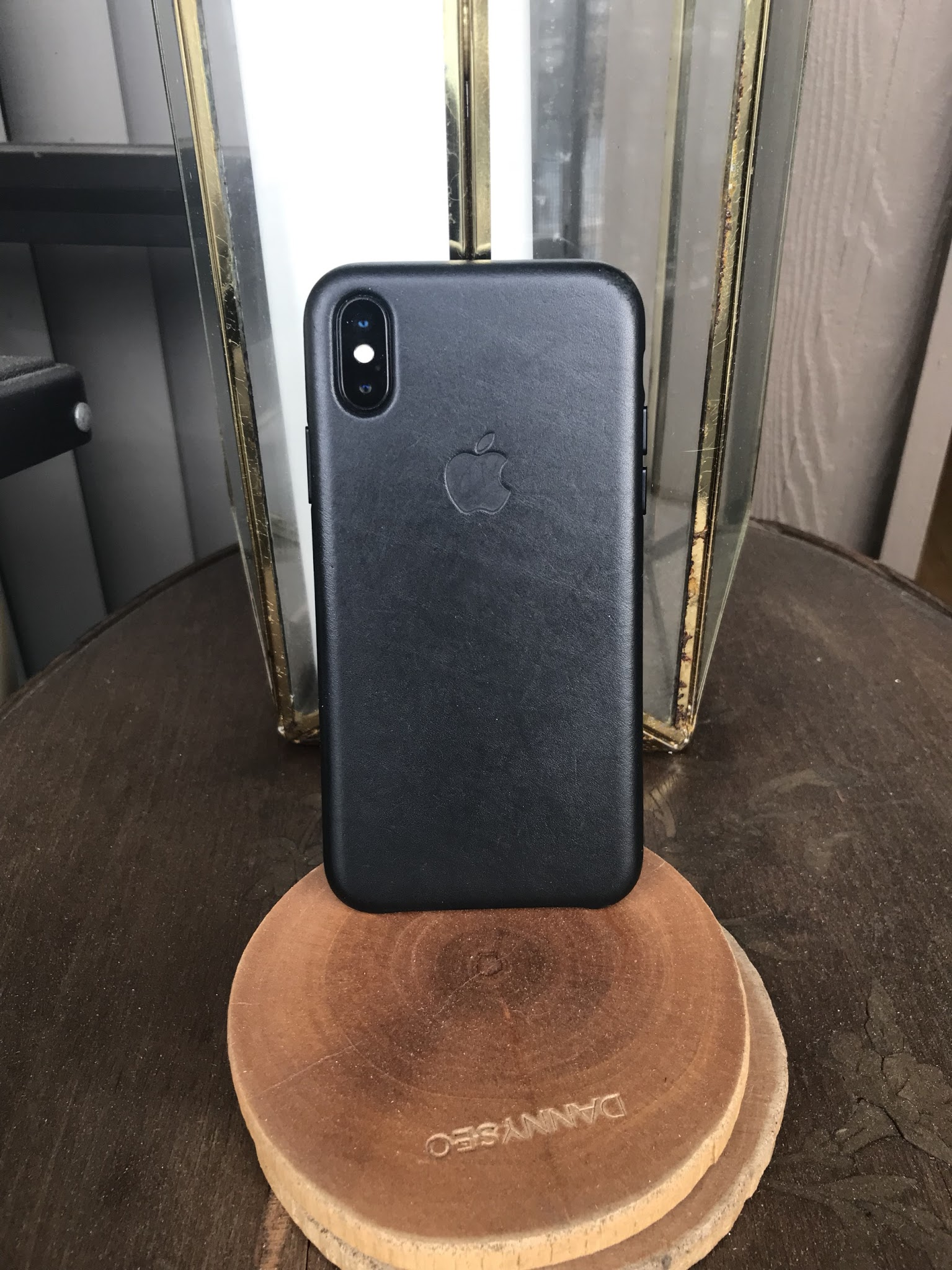 brand new 5e4c2 a0048 iPhone X Leather Case Review: 4 Reasons to Buy & 3 Not To