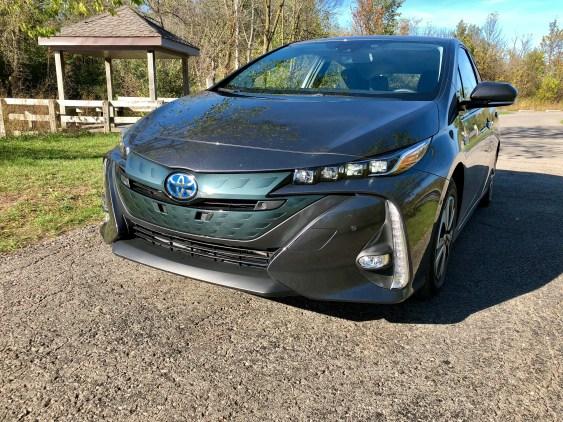 2017 Toyota Prius Prime Review - 14